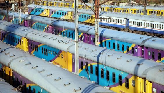 """""""Die Farbabstufungen fand ich irgendwie originell. Dazu ist dies ein Stück Stadtatmosphäre"""", schrieb uns Olivier Chédel aus Prangins in der Schweiz. Die Aufnahme, die mit einer Nikon D40 entstand, zeigt den Bahnhof in Johannesburg.  © Olivier Chédel"""