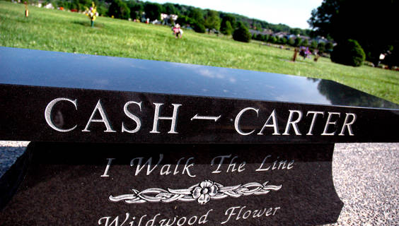 Das Grab von Johnny Cash und June Carter in Hendersonville bei Nashville  © Tennessee Tourism